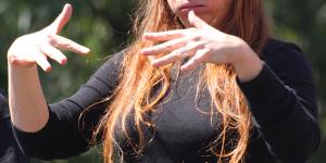 Gebärdensprachdolmetscher bieten sich während der Deaf Week kostenlos an