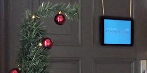 Laura M. Schwengber wird Weihnachtslieder gebärden