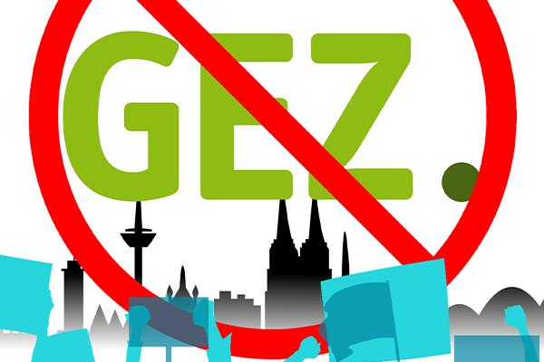 Das GEZ-Logo, rot durchgestrichen, vor einer Skyline der Stadt Köln
