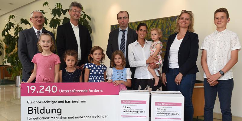 Übergabe der Petition an den bayerischen Kultusminister Piazolo